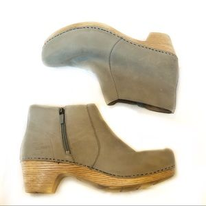 Dansko Maria Milled Grey Suede Ankle Booties Clog